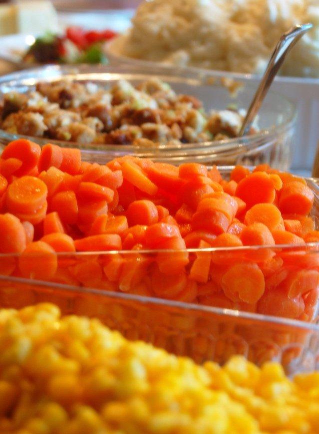 thanksgiving-dinner-1325618-639x867